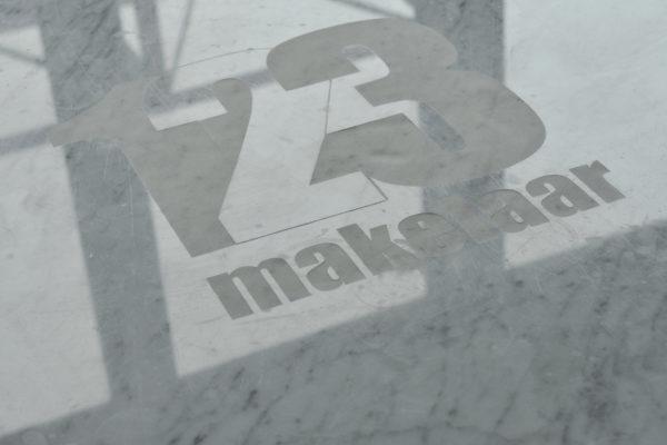 logo_in_natuursteen