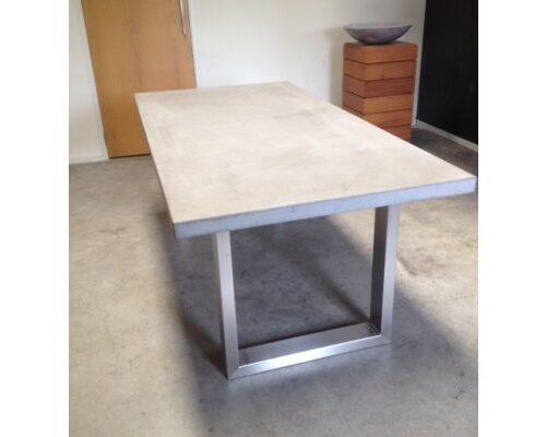 beton tafel rvs frame