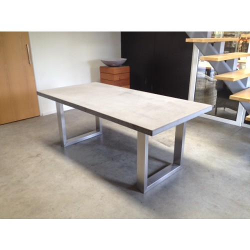beton tafel rvs frame San Vicente