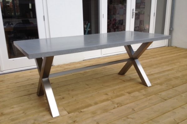 betonnen tafelblad met rvs frame