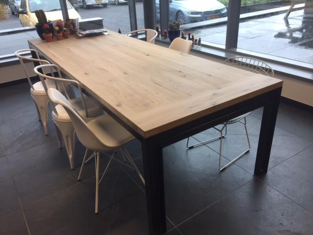 Eiken Tafels Schijndel : Indian blue jeans tafels industriele tafels met eiken tafelblad