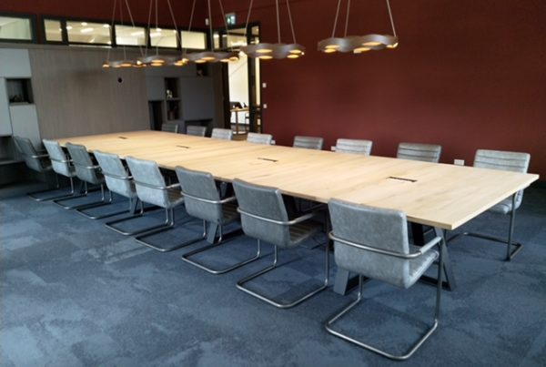 eiken vergader tafels op maat