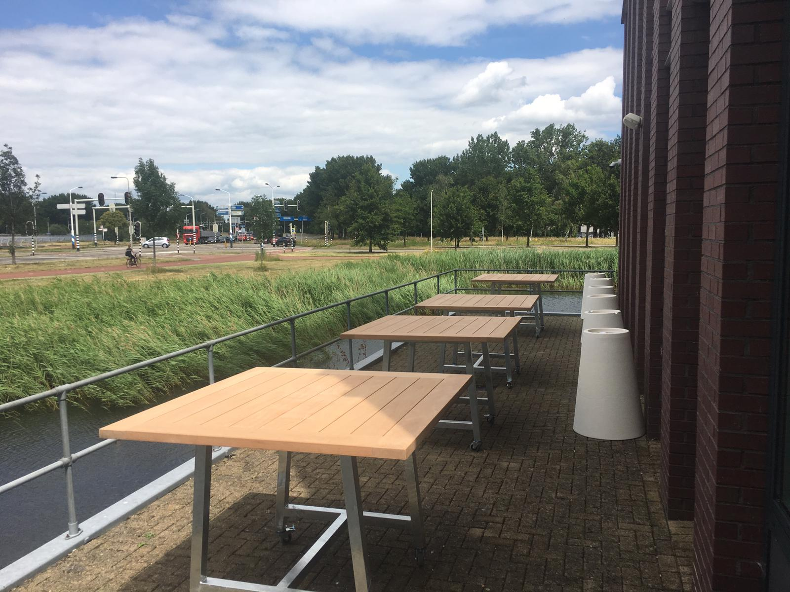 hardhouten buiten bar tafels